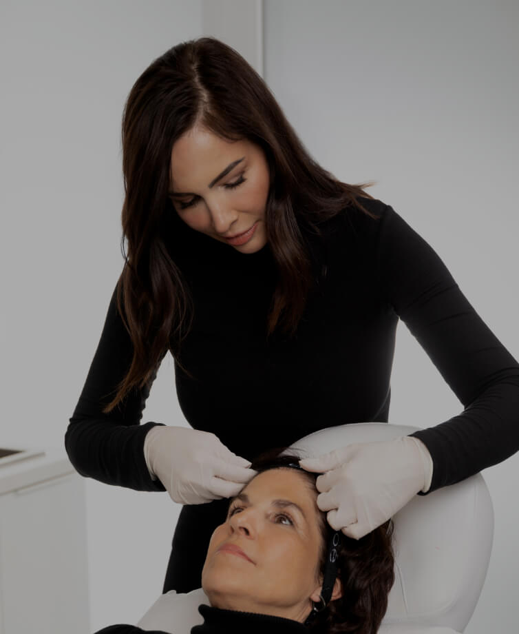The medico-aesthetic technician Nadia Jobin installing a headband on her patient's head before a treatment