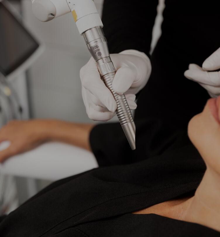 A Clinique Chloé medical aesthetic technician holding the TightScupting laser handpiece near a patient's neck