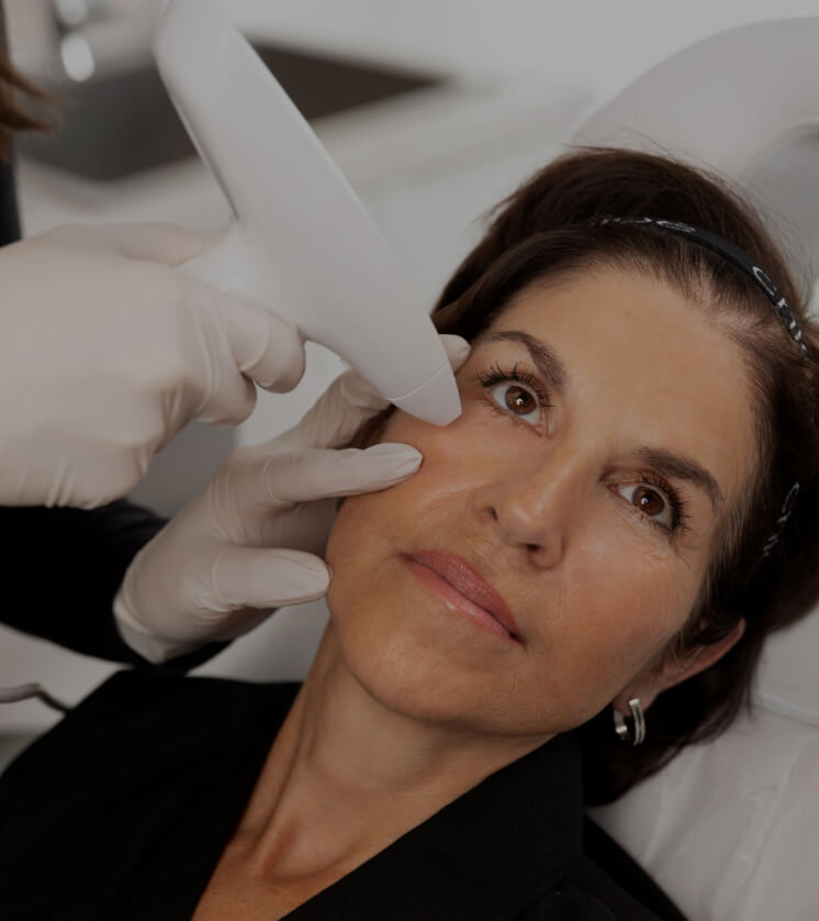 Clinique Chloé female patient getting treated with the Venus Viva medical aesthetic radiofrequency device