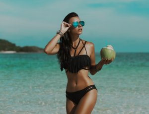Learn everything about sunscreen in this Clinique Chloé blog by Dr. Nantel-Battista, dermatologist.